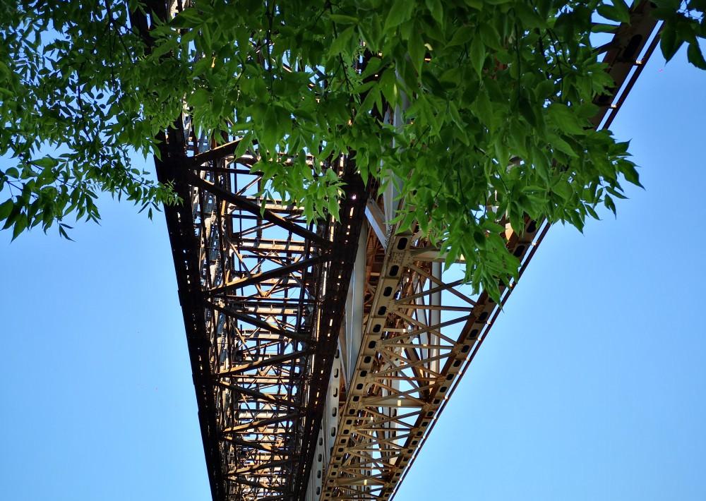 Geležinkelio tiltas ir gynybiniai įtvirtinimai